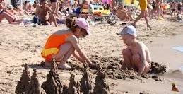 mangud kaasa lastega rannas